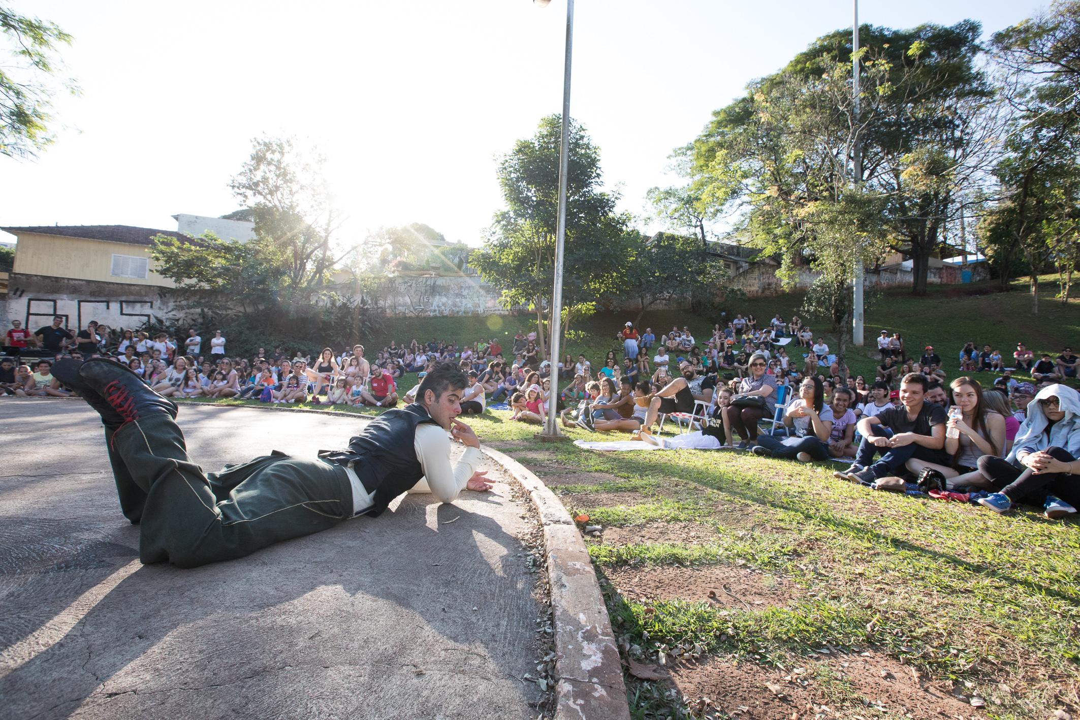 Inka Clown Show encanta público no Zerão
